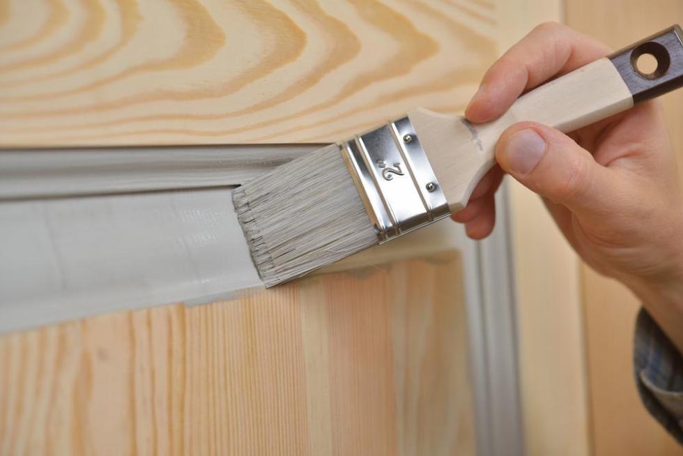 verniciare porte in legno