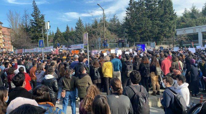 Boğaziçi Üniversitesi ayakta: Kayyum rektör istemiyoruz