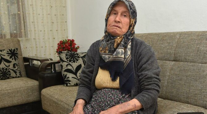Yaşlı kadın, evinde dehşeti yaşadı