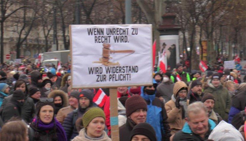 Avusturya'da corona önlemleri protesto edildi