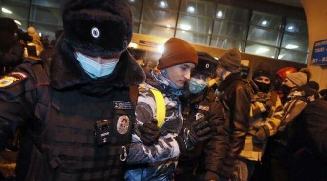 Aleksey Navalnıy'nin destekçileri gözaltına alındı
