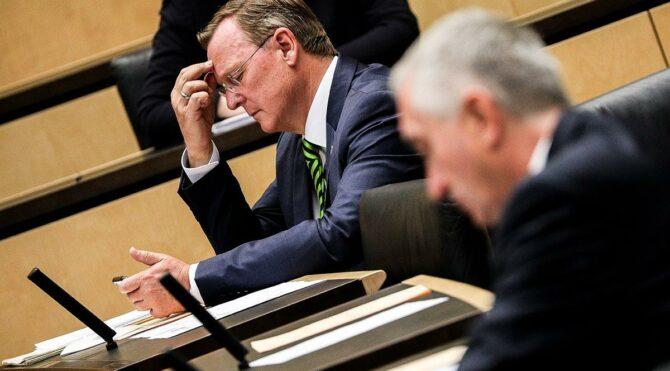 Corona toplantısında oyun oynayan Eyalet Başbakanı özür diledi
