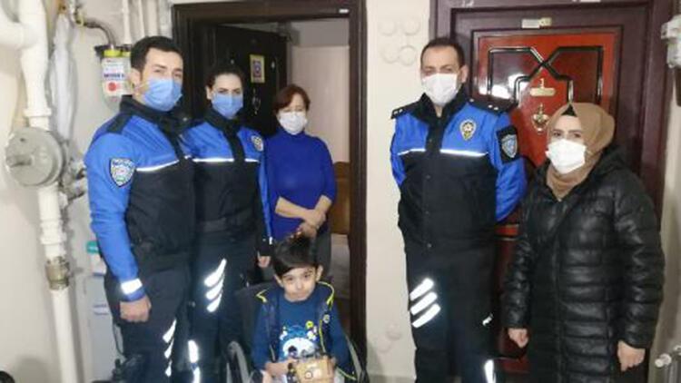 Polis ekiplerinden evde eğitim gören engelli çocuklara ziyaret