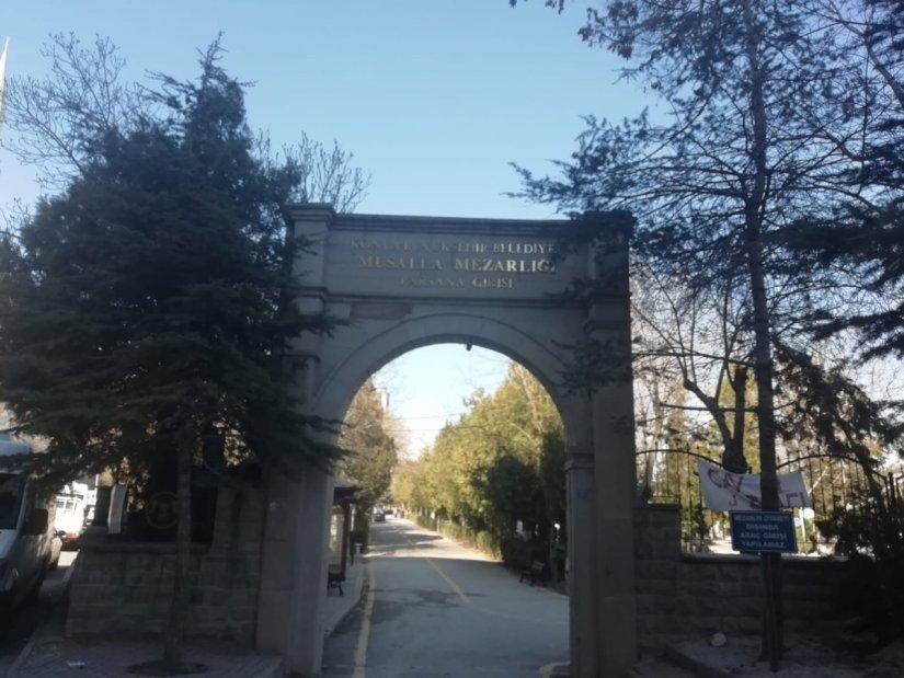 Kırmızı listedeki Konya'da dolan mezarlıklar defin işlemlerine kapatılıyor