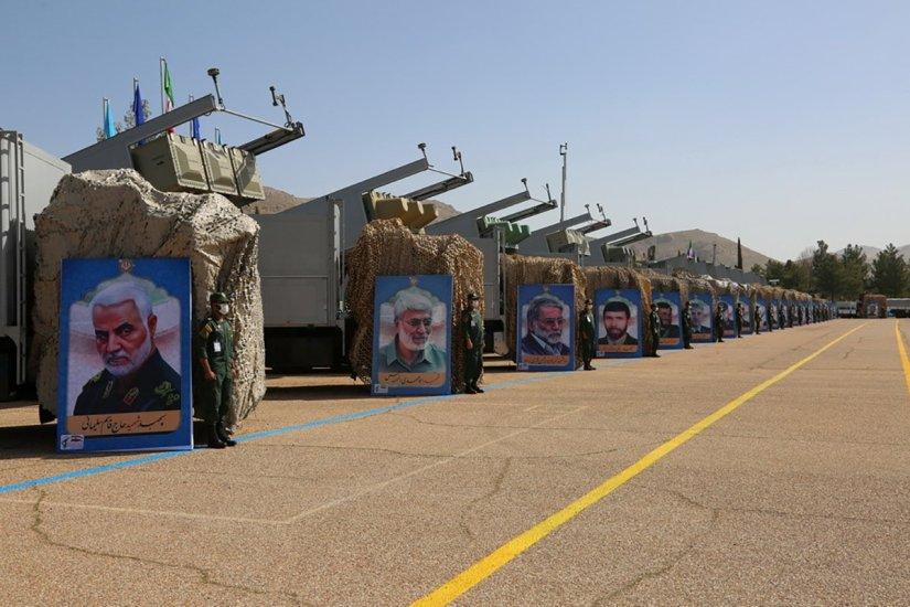 İran'dan ABD'ye gözdağı: Balistik füzelerini sergilediler