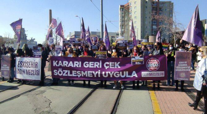 Kadınlar, İstanbul Sözleşmesi için yürüdü: Kararı geri çek, kadını yaşat
