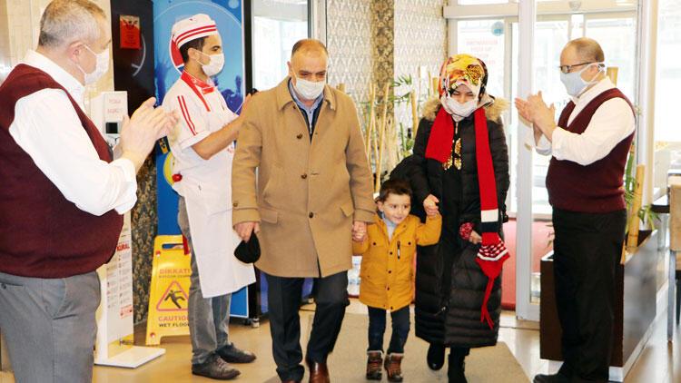 Erzurum'da dönerciye gelen ilk müşteri alkışlarla karşılandı