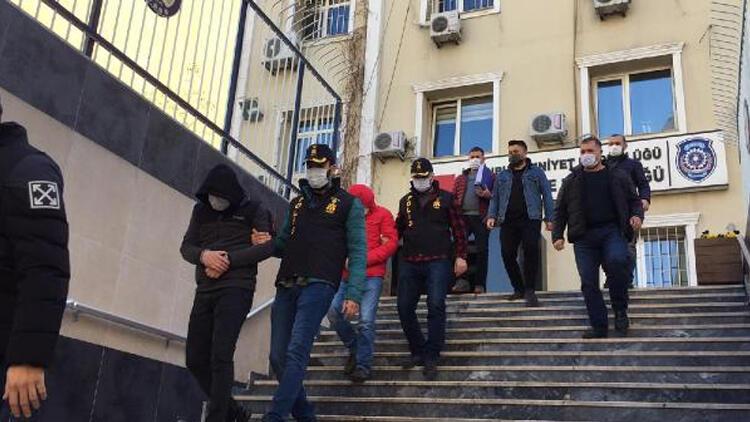 İstanbul'da bankadan çıkan kişilere kapkaç! 4 gözaltı