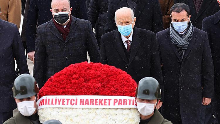 MHP lideri Bahçeli, Anıtkabir ve Türkeş'in mezarını ziyaret etti