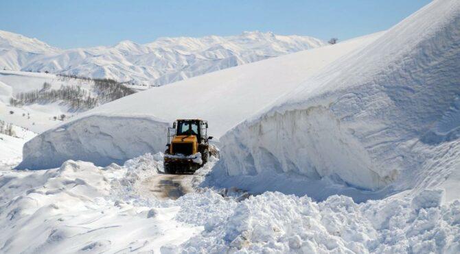 Muş'ta kar kalınlığı 5 metreye ulaştı