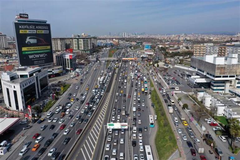 Kısıtlama öncesi İstanbulda trafik yoğunluğu oluştu