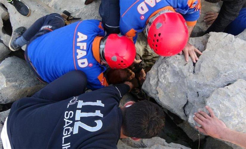 Kayıp kadın kayalıklar arasında sıkışmış halde bulundu! 3 gün yaşam mücadelesi vermiş