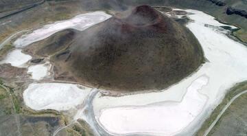 Şoke eden manzara Meke Gölünde bir damla su bile kalmadı