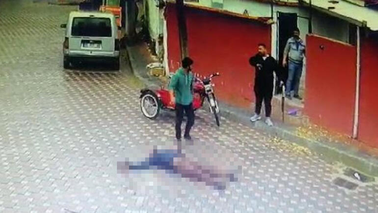 İzmirde sokak ortasında pompalı tüfek dehşeti Saniye saniye kamerada