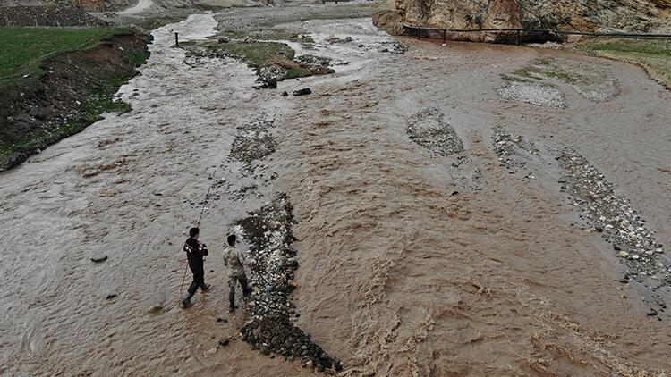 Oyun oynarken nehre düşen 5 yaşındaki çocuk kayboldu