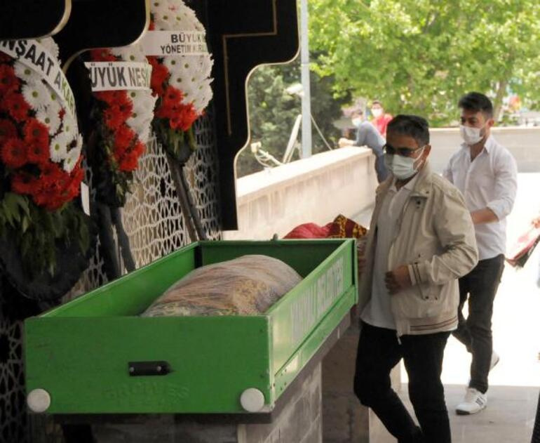 Kayseride öldürülen öğretmen Arife Nur Sarıoğluna acı veda Gözyaşları sel oldu