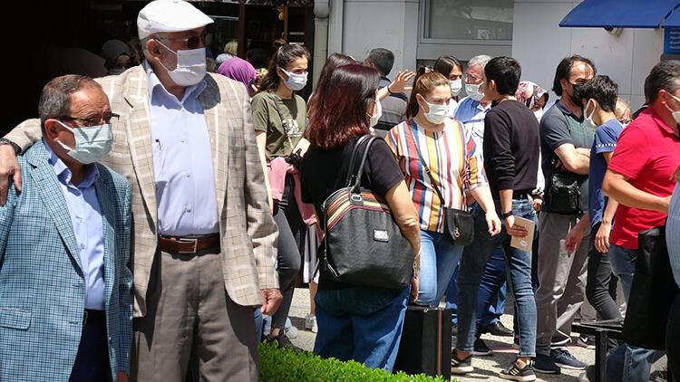 Koronavirüs vaka sayılarında düşüş devam eder mi? Prof. Dr. Alper Şener'den dikkat çeken açıklama