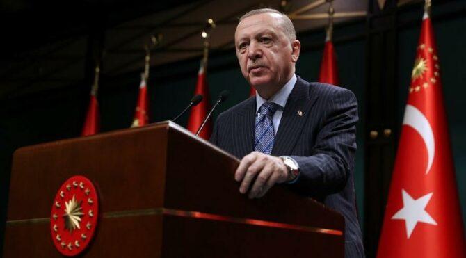 Bloomberg: Ekonomik sıkıntılar artarken Erdoğan'a destek en düşük seviyeye indi