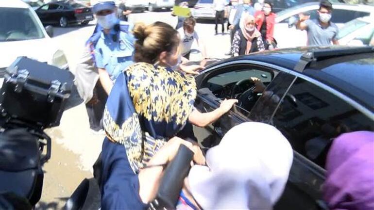 İBB Başkanı Ekrem İmamoğluna protestoda arbede Parkımızı vermiyoruz