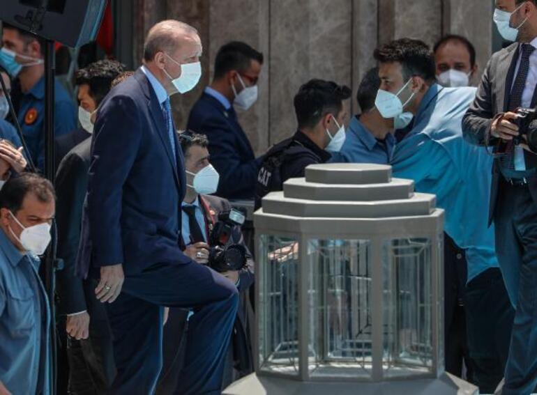 Son dakika: Taksim Camii ibadete açıldı Kalabalık meydana taştı