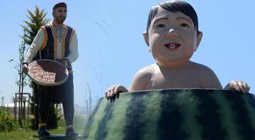 Diyarbakırda tartışma konusu olan karpuz içinde çocuk ve kadayıf tepsisi taşıyan adam heykelleri kaldırıldı