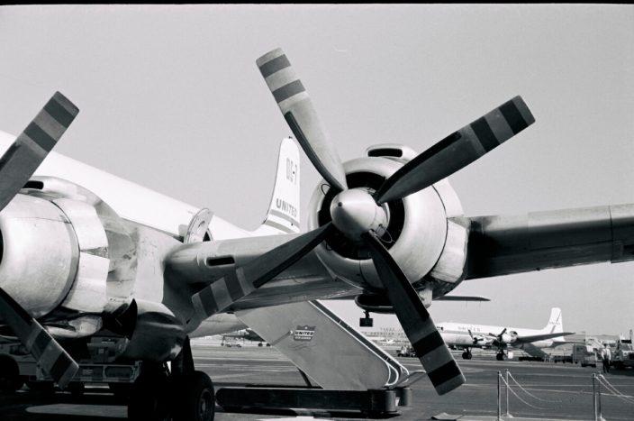 DC 7 ENGINES