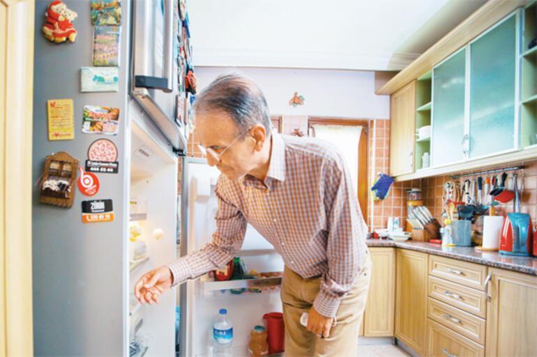 Prof. Dr. Mehmet Ceyhan evinin ve özel hayatının kapılarını Hürriyete açtı: Hawaii'de görsen tanımazsın