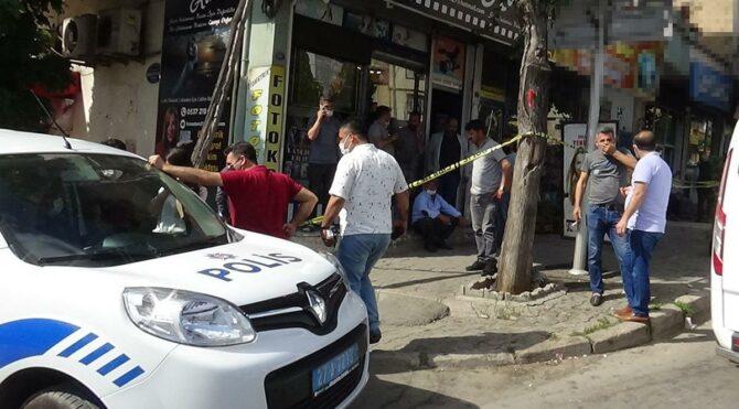Çiçekçi dükkanına saldırdılar, başkalarını yaraladılar