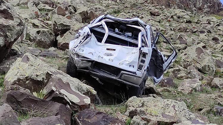 Son dakika... 500 metre yuvarlandı! Bir astsubay şehit oldu, biri avukat 3 kişi hayatını kaybetti