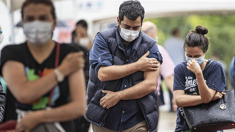 Bilim Kurulu üyesinden koronavirüse yakalananlar için aşı açıklaması