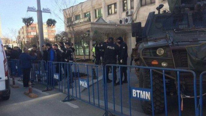HDP'li Vekiller valilik önünde eyleme başladı