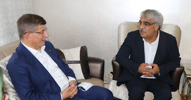 Davutoğlu Net Konuştu: Demirtaş serbest kalmalı! HDP kapatılmamalı
