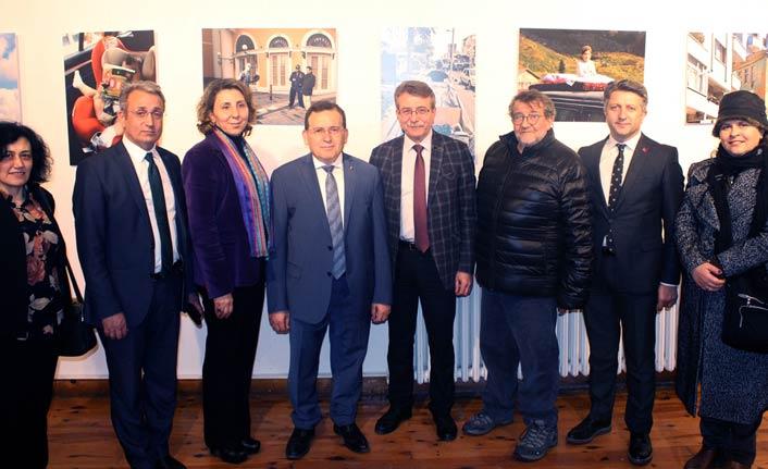 Coşkun Aral Trabzon'daki Mizahi Yapıtlar Sergisinin Açılışını Yaptı