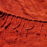 Echarpe de soie non violente, rouge, teinte avec de la garance