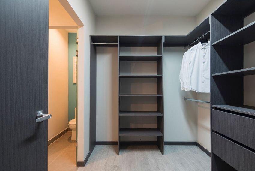 walk in closet 2