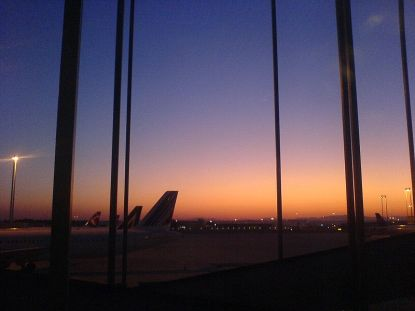 800px-Sunrise_at_Rome_Fiumicino_International_airport,_Italy