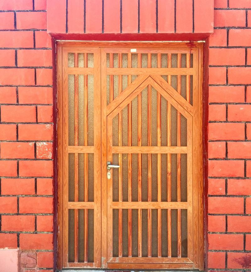 the-doors-of-oman-simple-wooden