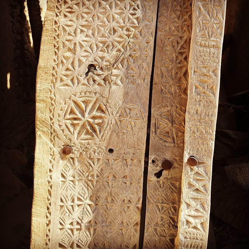 the-doors-of-oman-wooden-from-mudbrick