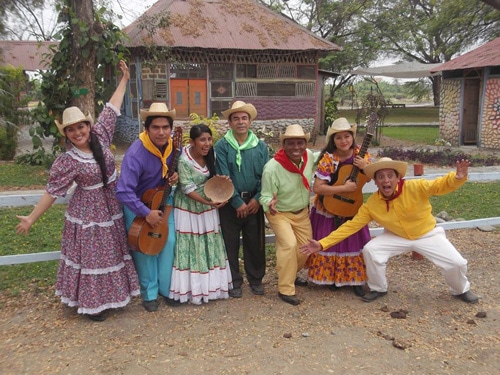 tipos de trajes tipicos de Costa Rica