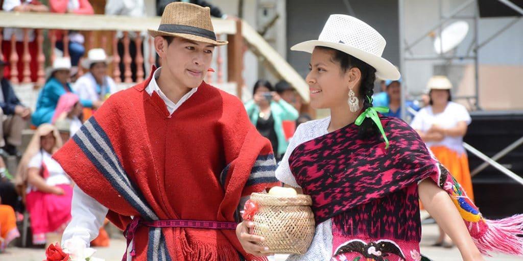 AZUAY Historia vestimenta artesanas y mucho ms