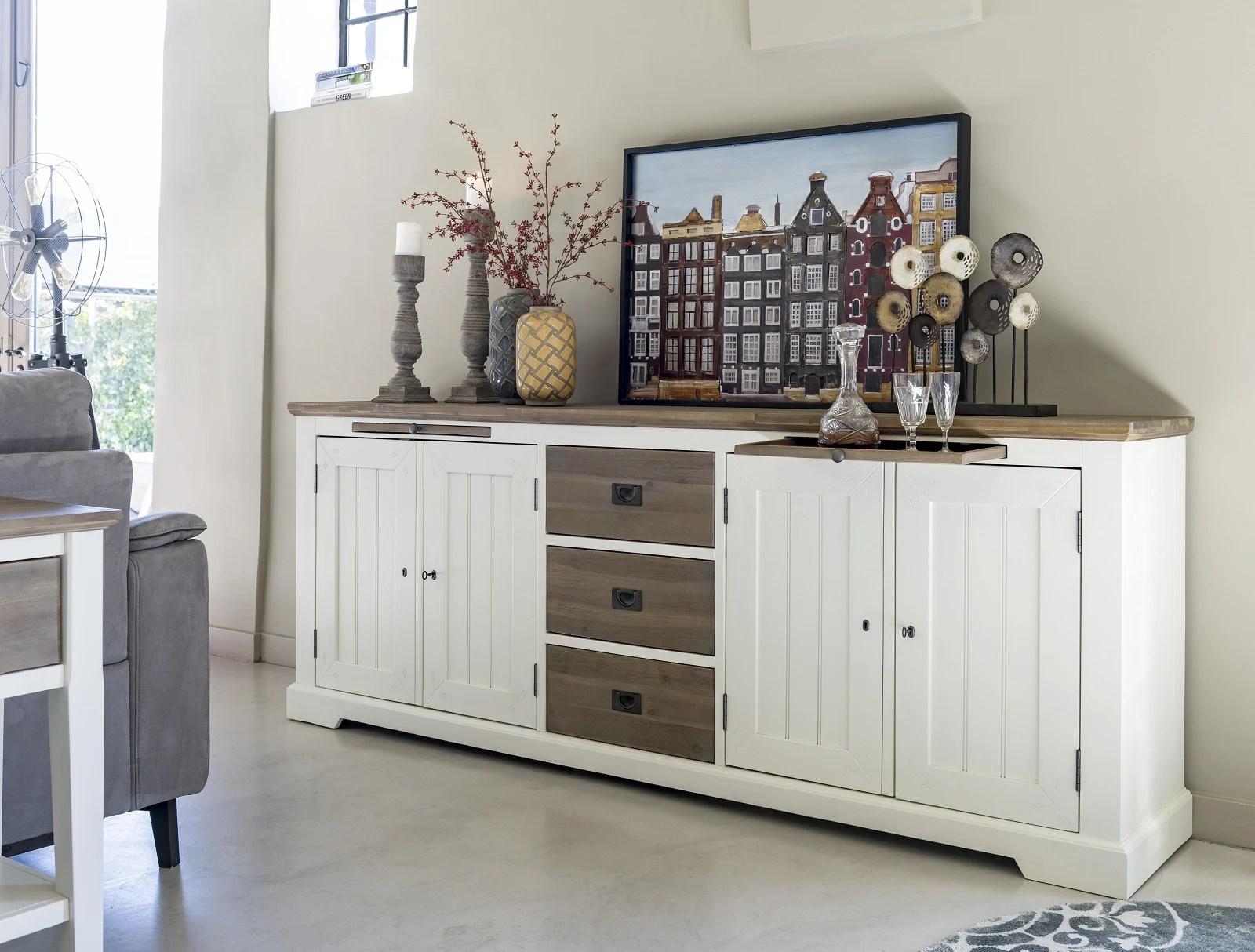 des meubles blancs