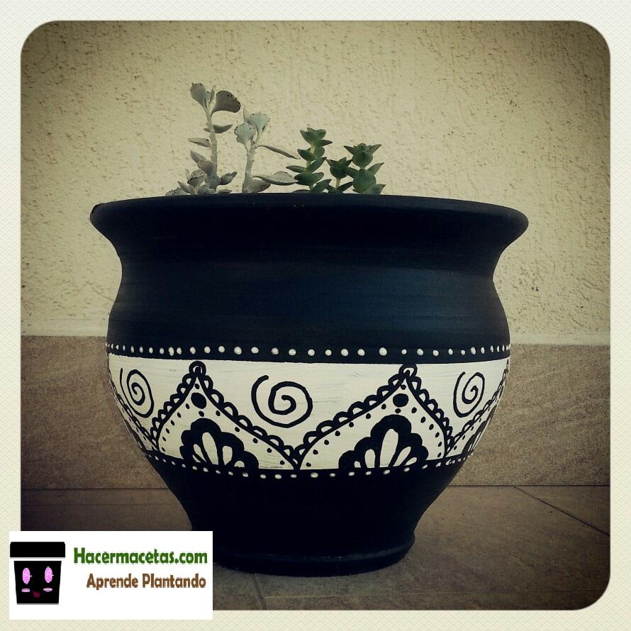 Macetas pintadas a mano ideas crativas para tus macetas for Decoracion de jardines con jarrones de barro