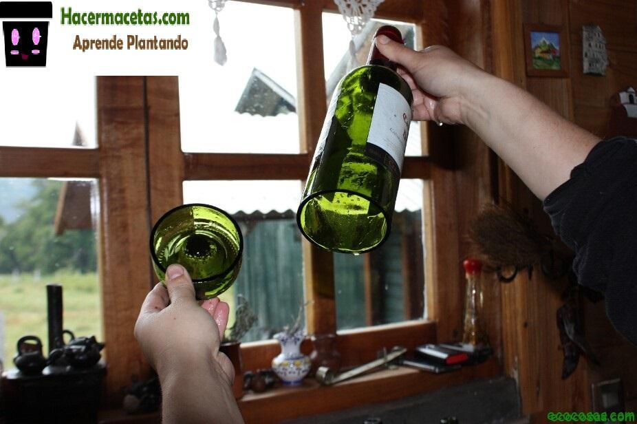 botellas de vidrio cortadas para macetas