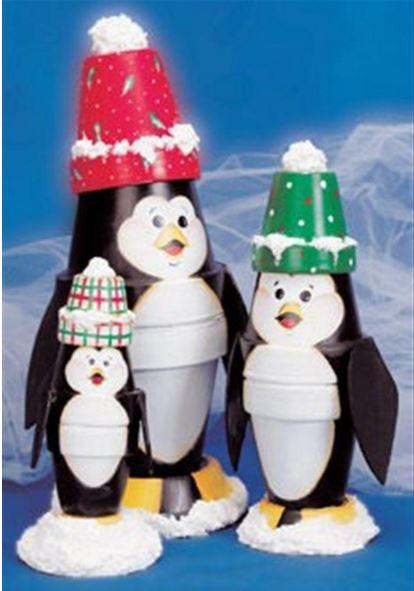 Pinguinos del polo norte echos con macetas pintadas