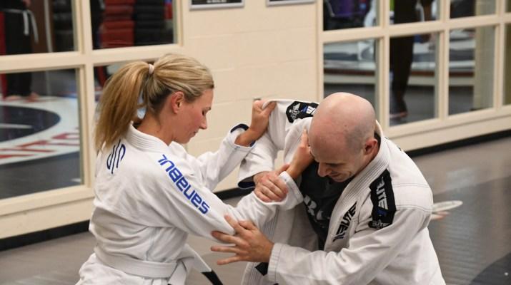 woman and man doing jiu-jitsu