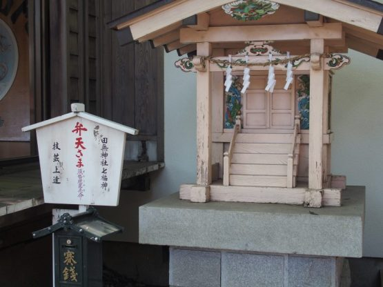 田無神社の境内にある弁天様