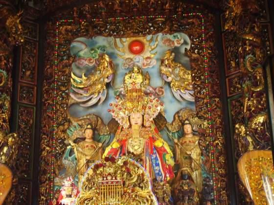 花蓮最大の寺院港天宮の聖母