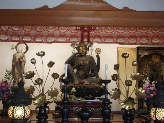 京都清水寺の入り口近くにある善光寺は金運と縁結びのパワースポット
