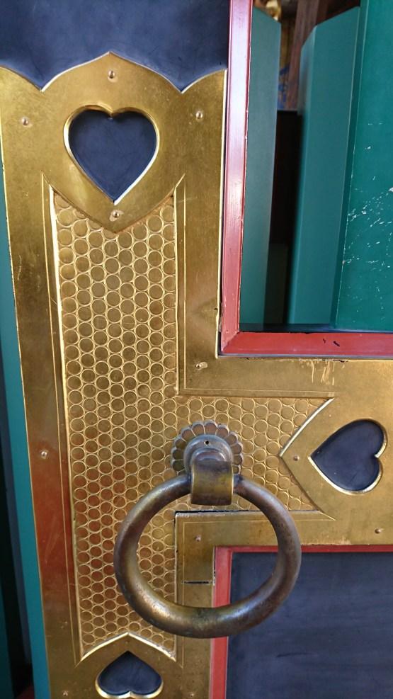 日枝神社の門にあるハート