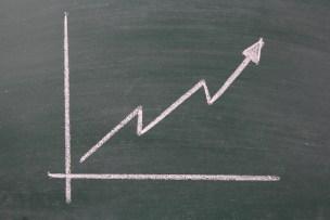 黒板に折れ線グラフ